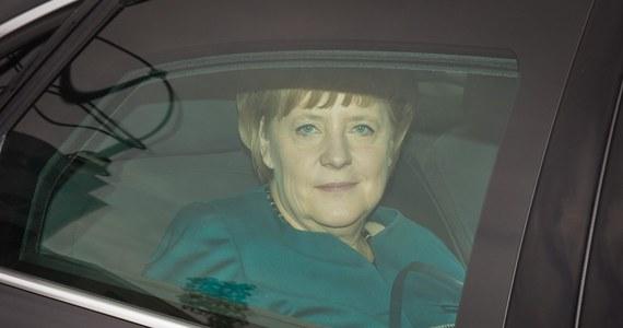 """Szef niemieckiego MSZ Guido Westerwelle wezwał do ministerstwa ambasadora USA Johna Bonnella Emersona. Ma to związek z informacjami o inwigilowaniu kanclerz Angeli Merkel przez amerykańskie służby wywiadowcze. """"Ambasadorowi zostanie przedstawione stanowisko rządu niemieckiego"""" - poinformowała rzeczniczka MSZ w Berlinie."""