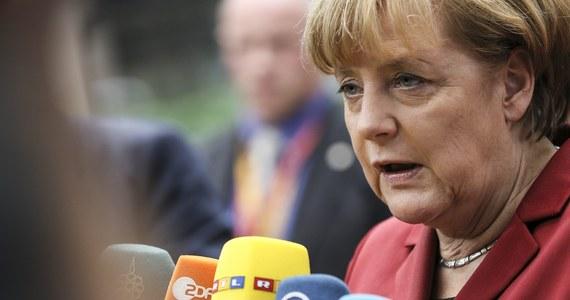Szef urzędu kanclerskiego Ronald Pofalla powiedział, że niemieckie władze mają nowe informacje wskazujące na prawdopodobną inwigilację telefonu komórkowego kanclerz Angeli Merkel przez wywiad USA. Przebywająca w Brukseli Merkel po raz pierwszy odniosła się publicznie do incydentu. Niemieckie media podają, że szefowa niemieckiego rządu była podsłuchiwana przez amerykańskie służby od lat.