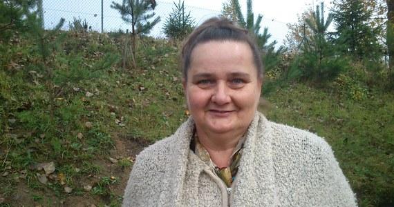"""""""Kuchnia kaszubska jest bardzo prosta"""" - zapewnia Halina Rogińska, prezes kaszubskiego Stowarzyszenia Agroturystycznego Kozielska Chata. """"To, co mamy na polu, łąkach, w sadzie, ogrodzie, w chlewie, to w kuchni kaszubskiej zaistnieje w potrawach"""" - tłumaczy... i podaje przepis na zupę z brukwi."""