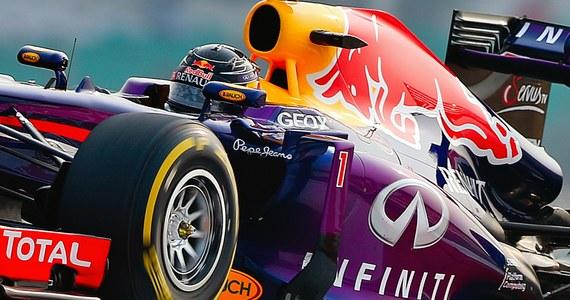 Sebastian Vettel wygrał Grand Prix Indii Formuły 1 i zapewnił sobie czwarty z rzędu tytuł mistrza świata. Niemiec wygrał dziesiąty wyścig w tym sezonie.