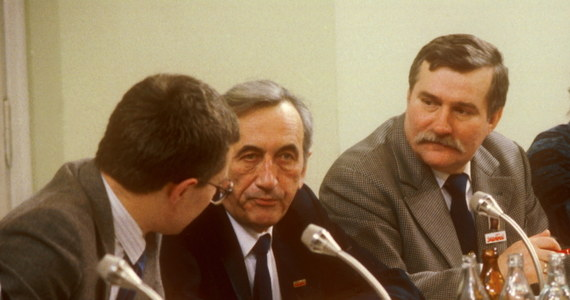 """""""To był najlepszy premier, jaki nam się zdarzył do dziś"""" – tak o zmarłym dziś Tadeuszu Mazowieckim mówi były prezydent Lech Wałęsa. """"Szkoda, że odchodzą tacy wielcy ludzie, tym bardziej, że w Polsce ta demokracja trochę szwankuje, problemy wielkie, więc przydałby się nam. Ale z tego co widać, potrzeby po tamtej stronie też są jakieś większe"""" - powiedział Wałęsa."""