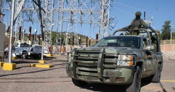 Co najmniej pięciu ludzi zginęło w południowo-zachodnim Meksyku w starciach między miejscowymi brygadami samoobrony a kartelem narkotykowym Templariuszy. W wyniku walk doszło też do uszkodzenia linii energetycznych. Jak podała AP, setki tysięcy ludzi są bez prądu.