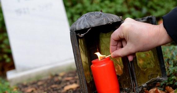 Dzień Zaduszny, obchodzony 2 listopada, jest dniem modlitwy za zmarłych, zwłaszcza za dusze odbywające w czyśćcu pokutę. Tego dnia Kościół modli się w intencji ich.