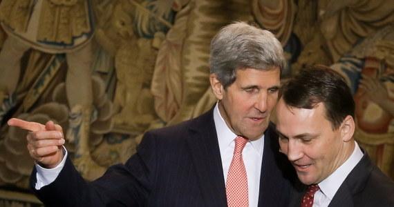"""""""Uzgodniliśmy bliższe konsultacje między naszymi służbami, jak zwalczać wspólne zagrożenie"""" - powiedział minister spraw zagranicznych Radosław Sikorski w odpowiedzi na pytanie, czy z sekretarzem stanu USA Johnem Kerrym rozmawiali o kwestii podsłuchów prowadzonych przez amerykański wywiad."""