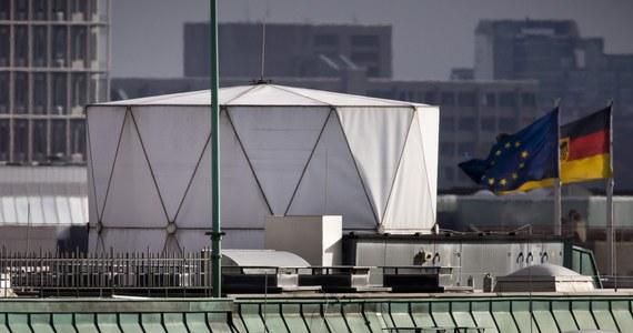 Minister spraw zagranicznych Niemiec Guido Westerwelle wezwał na rozmowę w resorcie ambasadora Wielkiej Brytanii w Berlinie w związku z doniesieniami mediów. Według nich, w brytyjskiej ambasadzie znajduje się tajna stacja przechwytywania łączności elektronicznej.
