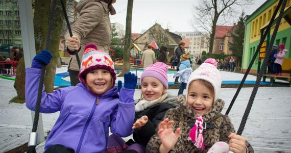 W Białymstoku otwarto pierwszy w Polsce, a drugi w Europie plac zabaw, na którym wspólnie mogą bawić się dzieci niepełnosprawne z pełnosprawnymi.