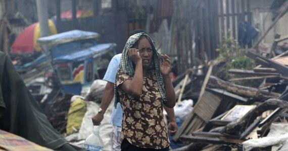 Polski strażak kpt Tomasz Czyż jako ekspert Komisji Europejskiej leci na Filipiny koordynować pomoc z krajów UE. Będzie jednym z pięciu członków międzynarodowego zespołu. W zeszły piątek Filipiny spustoszył tajfunu Haiyan, który pochłonął ok. 3,6 tys. ofiar. W wyniku kataklizmu ucierpiało ponad 12 mln ludzi, z których ponad 900 tys. musiało opuścić swoje domy.