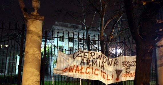 11 tysięcy dolarów - na tyle obliczono straty rosyjskiej ambasady w Warszawie. Do incydentów przed ambasadą doszło 11 listopada podczas Marszu Niepodległości.