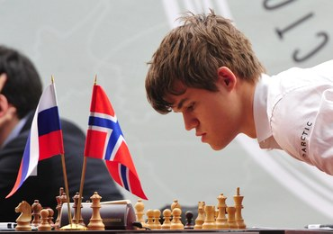 """""""Mozart szachów"""" popularniejszy w Norwegii od Bjoergen. Kim jest Magnus Carlsen?"""
