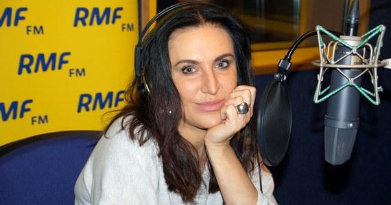 Kayah jest jedną z najbardziej rozchwytywanych polskich wokalistek. Mimo to znalazła chwilę, by wpaść do naszego studia. Zobaczcie, jak wyglądała jej praca nad rolą... pani Trąbalskiej.