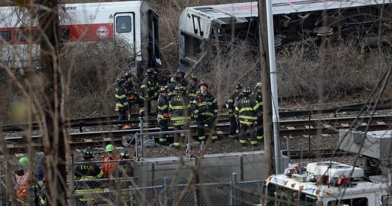 Co najmniej cztery osoby zginęły, a 63 zostało rannych, w tym 11 bardzo ciężko, w niedzielę wskutek wykolejenia się kolejki dojazdowej Metro-North w okolicy Bronxu w Nowym Jorku - poinformowały amerykańskie media. Przewróciło się pięć z siedmiu wagonów.