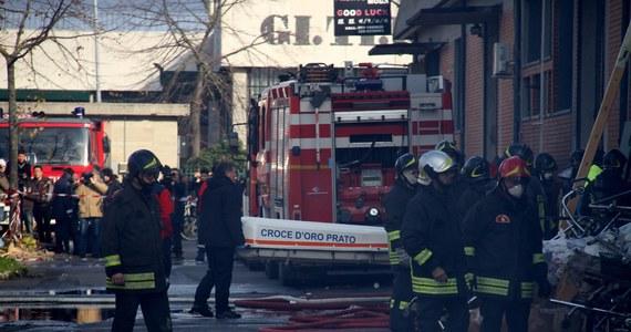 Cztery osoby zginęły, a dwie zostały ranne w pożarze fabryki w Toskanii we Włoszech. W zakładzie, który spłonął, szyte były ubrania.