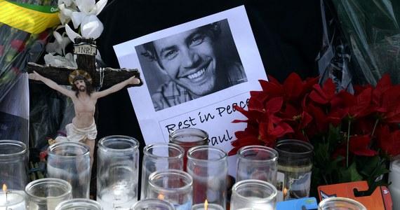 """Opublikowano nagranie z monitoringu, na którym zarejestrowano moment tuż po wypadku samochodowym aktora Paula Walkera i jego kolegi, kierowcy Rogera Rodasa. Zarówno gwiazdor """"Szybkich i wściekłych"""", jak i jego przyjaciel, który kierował porsche zginęli na miejscu."""