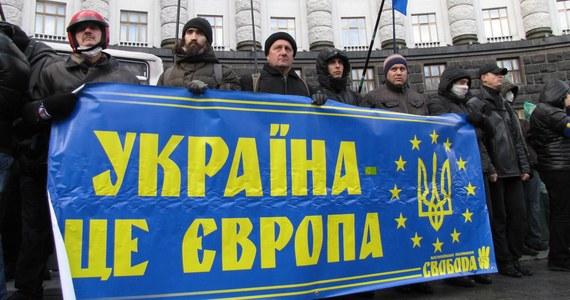 Naziści, ekstremiści i przestępcy nie mogą być partnerami w rozmowach o integracji europejskiej Ukrainy - powiedział Mykoła Azarow. Szef ukraińskiego rządu spotkał się w Kijowie z ministrem spraw zagranicznych Niemiec Guido Westerwelle.