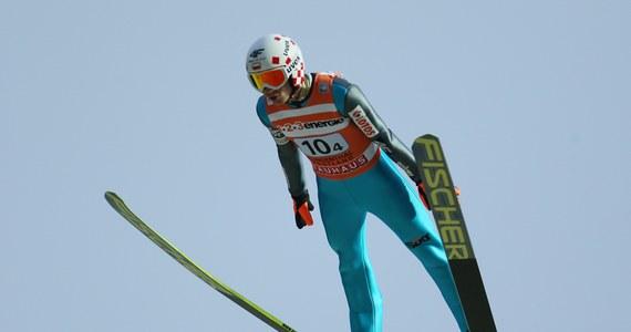 Kamil Stoch uzyskał 100 m i zajął drugie miejsce w kwalifikacjach do jutrzejszego konkursu Pucharu Świata w skokach narciarskich w norweskim Lillehammer. Wygrał Niemiec Richard Freitag - 98,5 m. W konkursie wystartuje sześciu Polaków.