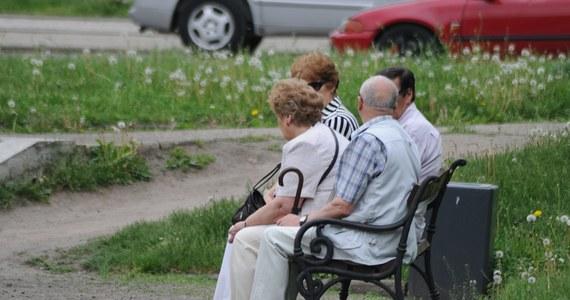 Rośnie liczba emerytów, którzy trafiają do Krajowego Rejestru Długów Biura Informacji Gospodarczej. Aż 69 procent stanowią osoby powyżej 60 roku życia. Rekordzistą w statystykach jest 81-letni emeryt z Małopolski.