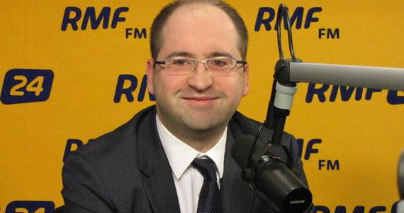 """""""Mam traumę po PJN"""" - mówi w odpowiedzi na pytania słuchaczy europoseł Adam Bielan """"Wychodziłem z PiS, by tworzyć lepszą opozycję wobec PO, a skończyłem w ugrupowaniu kierowanym przez Joannę Kluzik-Rostkowską, która chciała uczynić z PJN przystawkę PO i która w PO skończyła i doprowadziła PJN do zguby. Nowa formacja Gowina przystawką PO nie będzie"""" - zapewnia."""