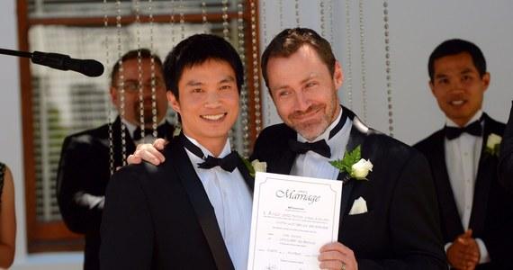 Australijski Sąd Najwyższy cofnął prawo pozwalające homoseksualistom na zawieranie związków małżeńskich. Decyzja oznacza, że 27 ślubów, udzielonych w miniony weekend w Australii osobom tej samej płci, zostanie uznanych za nieważne zaledwie po kilku dniach.