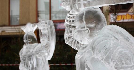Do niedzieli w Olsztynie potrwa V świąteczny Jarmark Warmiński. Jedną z atrakcji jest ogród lodowych z rzeźbami lokalnych budowli.