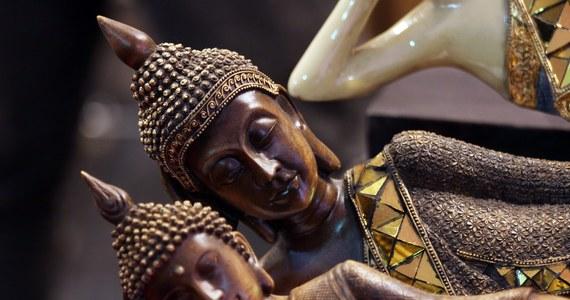 Złota urna zawierająca, jak się powszechnie uważa, szczątki samego Buddy, została skradziona ze świątyni pod stolicą Kambodży, Phnom Penh. Zatrzymano już sześciu podejrzanych o kradzież.