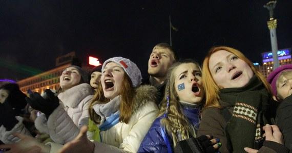 W rządzącej Partii Regionów prezydenta Wiktora Janukowycza narasta rozłam - podają ukraińskie media. Bunt ma być wywołany obawami przed zastosowaniem sankcji wobec przedstawicieli władz zaangażowanych w stosowanie siły wobec uczestników protestów prounijnych w Kijowie.