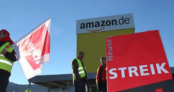 W najgorętszym dla handlu okresie przedświątecznym pracownicy amerykańskiego giganta sprzedaży internetowej Amazon rozpoczęli w poniedziałek w Niemczech kilkudniowy strajk. Związek zawodowy sektora usług Verdi domaga się poprawy warunków pracy i wyższych płac.