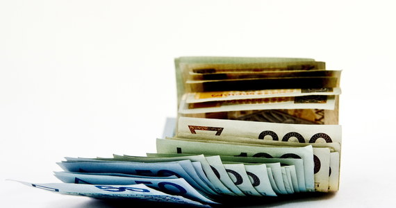 Ponad milion złotych mogła wyłudzić 63-letnia kielczanka, która prowadziła usługi bankowe i zakładała dla swych klientów fikcyjne lokaty. Sprawą zajął się prokurator.