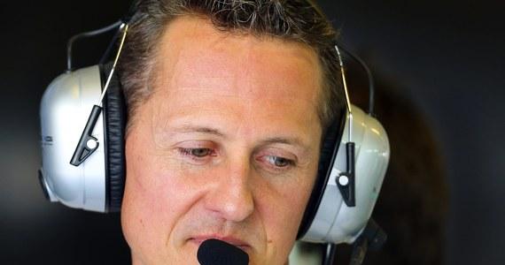 Michael Schumacher, siedmiokrotny mistrz świata Formuły 1, przeszedł w nocy operację mózgu. Jego stan jest krytyczny. 44-letni Niemiec upadł i uderzył głową o kamień podczas jazdy na nartach we francuskich Alpach. Po wypadku był przytomny, a pierwsze informacje o jego stanie zdrowia były uspokajające.