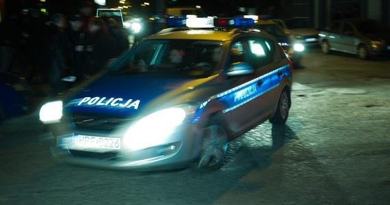 Policja i prokuratura poszukują małżeństwa z Nowogrodu Bobrzańskiego pod Zieloną Górą. 37-letni mężczyzna i jego o 6 lat młodsza żona zniknęli w czwartek w niewyjaśnionych okolicznościach. Wcześniej mężczyzna pozostawił pod opieką dziadków dwoje dzieci pary.