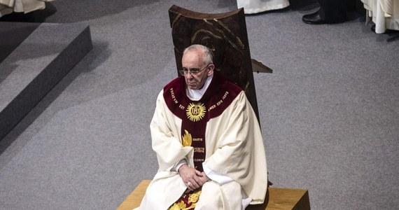 """Do mediów wyciekło nagranie z automatycznej sekretarki w klasztorze karmelitanek bosych w hiszpańskiej Lucenie, na którym słychać papieża Franciszka. """"Co takiego ważnego robicie, że nie możecie odebrać telefonu?""""- pyta na nim następca Benedykta XVI."""