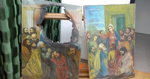 Zatrzymano wandala, który dopuścił się profanacji dwóch obrazów przedstawiających Matkę Boską i Jezusa Chrystusa w Kalwarii Pacławskiej koło Przemyśla. 19-latek nie potrafił wyjaśnić, dlaczego zniszczył malowidła. Teraz może trafić za kratki nawet na dwa lata. Informację o zatrzymaniu sprawcy profanacji dostaliśmy na Gorącą Linię RMF FM.