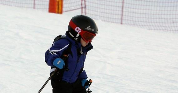 Zimy w Polsce, jak nie było, tak nie ma, ale w Tatrach i na Podhalu wciąż można pojeździć na nartach. Jak donosi reporter RMF FM Maciej Pałahicki, na większości stoków leży jeszcze spora warstwa sztucznego śniegu. Naturalna biała pokrywa jest zaś tylko na Kasprowym Wierchu.