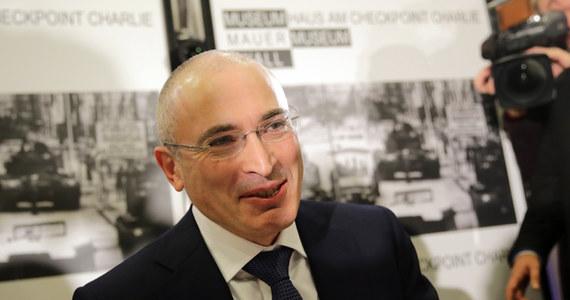Michaił Chodorkowski opuścił Berlin i jest teraz w Szwajcarii - ujawniła rzeczniczka byłego szefa koncernu naftowego Jukos. Rosjanin przebywał w stolicy Niemiec od 20 grudnia - przyleciał tam wkrótce po wyjściu z łagru na mocy amnestii ogłoszonej przez Władimira Putina.