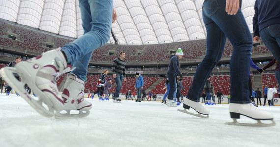 Prokuratura sprawdzi kto zepsuł lodowisko na Stadionie Narodowym w Warszawie. We wtorek operator stadionu złoży zawiadomienie do prokuratury w sprawie zniszczenia ślizgawki. Lodowisko otwarto w ostatni piątek. Po jednym dniu trzeba je było zamknąć. Na tafli pojawiła się woda. Niewykluczone, że ktoś rozsypał tam sól.