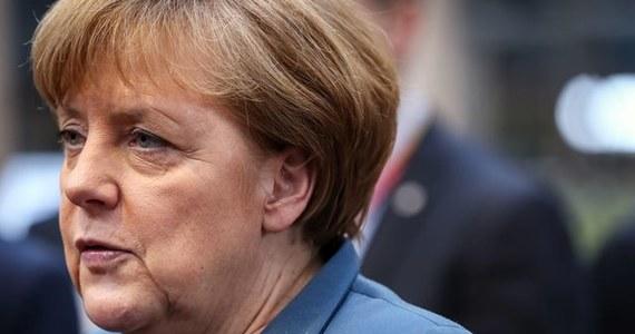 Angela Merkel poinformowała Donalda Tuska o powodach, dla których była zmuszona odwołać wizytę w Warszawie. Kanclerz Niemiec miała wypadek na nartach i złamała sobie miednicę.