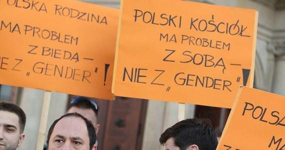 Gender został wybrany Słowem Roku 2013 w konkursie prowadzonym przez naukowców z Instytutu Języka Polskiego UW i Fundacji Języka Polskiego. Inne wyróżnione w tym roku słowa to: ekspert, Euromajdan, janosikowe, podsłuch, słoik, tęcza.