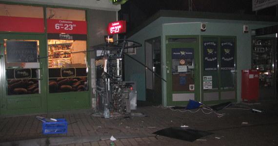 Krakowska policja poszukuje sprawców, którzy w nocy wysadzili bankomat przy Kobierzyńskiej. Informację o tej sprawie dostaliśmy na Gorącą Linię RMF FM.