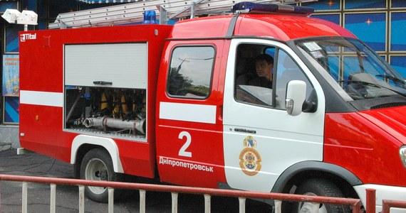 Osiem osób zginęło w pożarze, do którego doszło w fabryce jubilerskiej w Charkowie na wschodzie Ukrainy. Jak podała państwowa służba ds. sytuacji nadzwyczajnych, siedem osób zostało rannych. Przyczyny tragedii wyjaśnia specjalna komisja.
