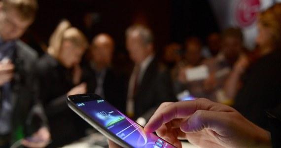 Ilość sprzedanych w ubiegłym roku na całym świecie klasycznych komputerów osobistych zmniejszyła się w porównaniu z rokiem 2012 o 10 proc., do 316 mln sztuk - poinformowała amerykańska firma analityczno-doradcza Gartner. Powodem jest coraz większa popularność smartfonów i tabletów.