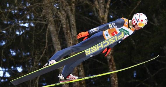 Kamil Stoch zajął szóste miejsce w konkursie Pucharu Świata w skokach narciarskich na mamucim obiekcie Kulm w Bad Mitterndorf w Austrii. Zwyciężył Japończyk Noriaki Kasai. Polak utrzymał prowadzenie w klasyfikacji generalnej Pucharu Świata.