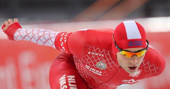 W norweskim Hamar Konrad Niedźwiedzki zajął drugie, a Zbigniew Bródka trzecie miejsce w wyścigu na 500 metrów Mistrzostw Europy w wieloboju łyżwiarzy szybkich. Triumfował Norweg Havard Boekko. Jan Szymański był szósty, a Piotr Puszkarski dziesiąty wśród 31 startujących. Warto podkreślić, że komplet czterech zawodników, poza Polską, mogła jeszcze wystawić tylko Holandia.