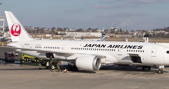Linie Japan Airlines czasowo wstrzymały loty jednego ze swoich dreamlinerów. Podczas prac serwisowych zauważono dym wydostający się na zewnątrz samolotu. Okazało się, że doszło do awarii akumulatora maszyny.