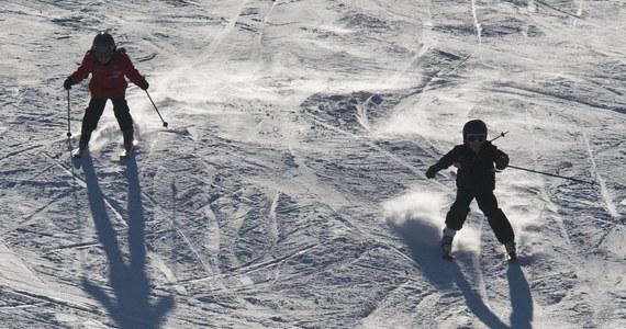 Przed feriami przyglądamy się gadżetom, które ułatwią albo umilą nam szusowanie po stokach narciarskich. Co może się przydać amatorom białego szaleństwa?