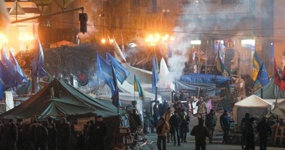 Prezydent Wiktor Janukowycz podpisał w piątek ustawy, które zaostrzają kary dla opozycjonistów i ograniczają działalność organizacji pozarządowych. Ich przepisy zostały dzień wcześniej z naruszeniem procedur przedłosowane w parlamencie.