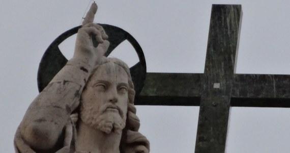 384 księży zostało usuniętych ze stanu kapłańskiego w latach 2011-2012 za pedofilię i nadużycia seksualne –podał Watykan, potwierdzając tym samym wcześniejsze doniesienia agencji Associated Press. Co ciekawe, w pierwszym komentarzu rzecznik Stolicy Apostolskiej ksiądz Federico Lombardi je zdementował.