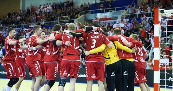 Polscy piłkarze ręczni meczem z Białorusią rozpoczną zmagania w drugiej rundzie mistrzostw Europy w Danii. Pojedynek w Aarhus rozpocznie się o godz. 15.45. Organizatorzy ponownie spodziewają się najazdu kibiców biało-czerwonych.
