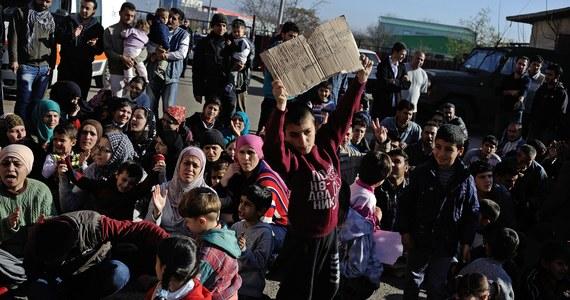 """Według brytyjskiego dziennika """"Guardian"""" syryjskie władze mogą zostać oskarżone o zbrodnie wojenne, po tym jak jeden z fotografów wojskowych zdezerterował i dostarczył dowody na wymordowanie przez reżim w Damaszku 11 tysięcy więźniów. Dowody dostarczone przez wojskowego fotografa dotyczą okresu od marca 2011 roku do sierpnia ubiegłego roku. Z informacji dziennika wynika, że pliki ze zdjęciami zostały wywiezione z Syrii i przekazane przez fotografa, który prosi aby nazywać go """"Cezar""""."""