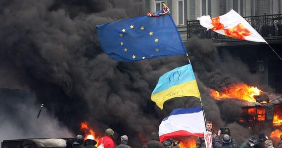 O zwołanie nadzwyczajnego posiedzenia Rady Bezpieczeństwa ONZ w sprawie Ukrainy zaapelowała największa grupa polityczna w Parlamencie Europejskim - chadecy. Sankcjami zagroziła też Komisja Europejska.