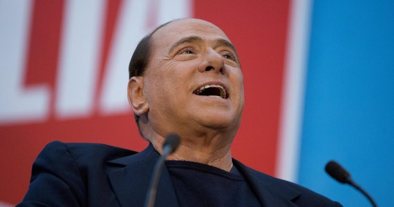 """Były premier Włoch Silvio Berlusconi i dwaj jego adwokaci są podejrzani o korupcję sądową. Chodzi o próbę przekupienia świadków - młodych kobiet, które zeznawały na dwóch procesach w sprawie słynnych przyjęć """"bunga bunga"""". To nowy wątek w tej sprawie o którym informuje prokuratura."""