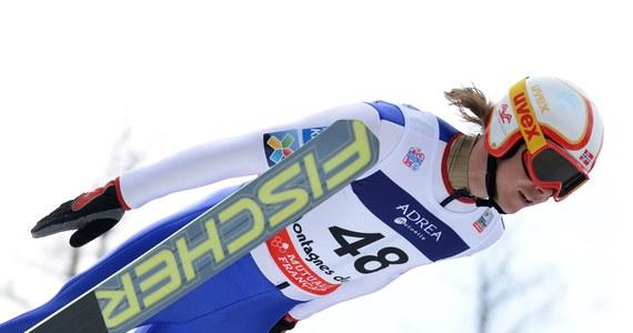 Reprezentant Norwegii w kombinacji norweskiej Mikko Kokslien maluje na swoim kasku kreski oznaczające uratowane życia dzięki defibrylatorom, które promuje i sprzedaje. Na razie nie wie, czy będzie mógł wystąpić w takim kasku podczas igrzysk w Soczi.